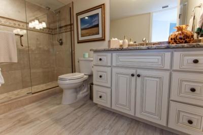 beach style bathrooms